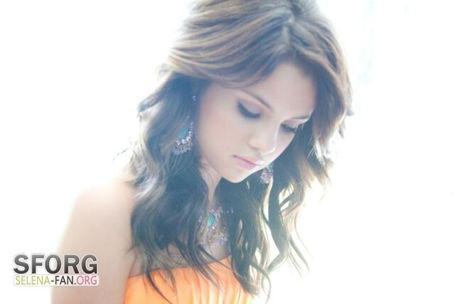 File:Selena gomez seventeen prom.jpg