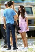 Gomez-on-set-kisses-12