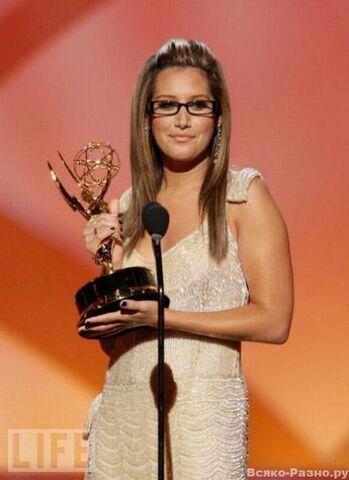 File:Celebrity glasses (31).jpeg