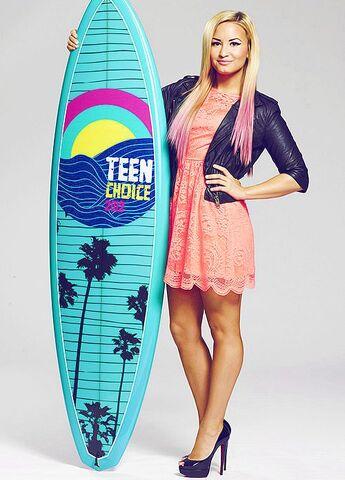 File:Demi Lovato 2012 Tee XR big.jpg