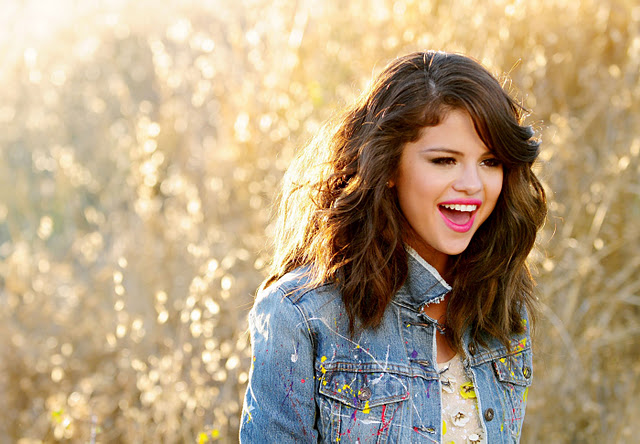File:Selena-Gomez-at-Hit-the-Lights-Music-Video-Set-1a.jpg