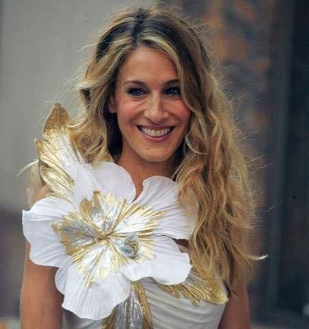 File:Carrie-bradshaw-flower.jpg