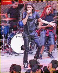 Zendaya-toys-for-teens-event-performer-05