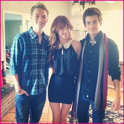 Bella-Thorne-Thanksgiving-1