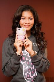 43549 Preppie Zendaya Coleman posing with her new cell phone at a house in LA 3 122 513loTEN