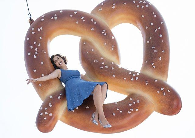File:Crazy-Ex-Girlfriend 1x01 Promotional photo 8.jpeg