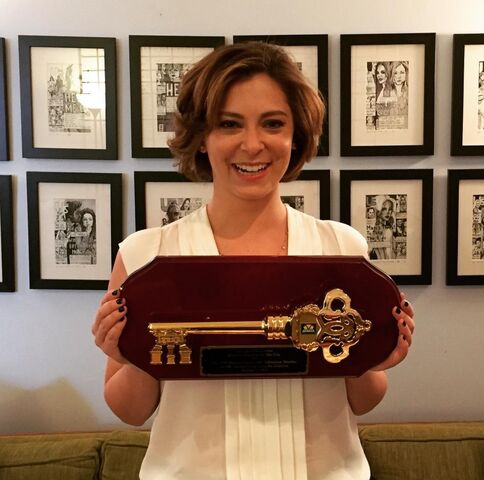 File:Rachel Bloom with The Key to the City.jpeg