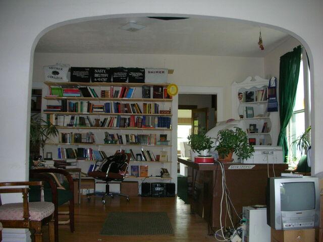 File:Waukegan campus Bookstore shelves.jpg
