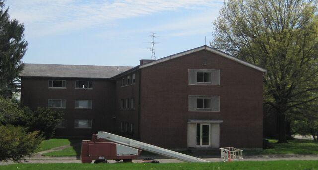 File:Dezendorf Hall 2010.jpg