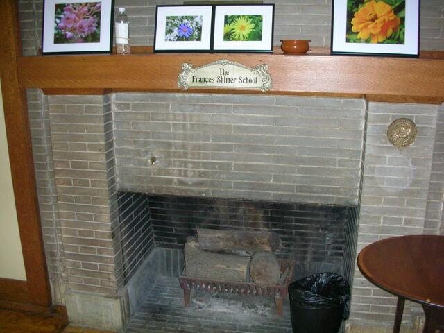 File:Waukegan Prairie House interior greatroom fireplace.jpg
