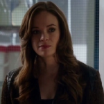 File:Caitlin Snow.png