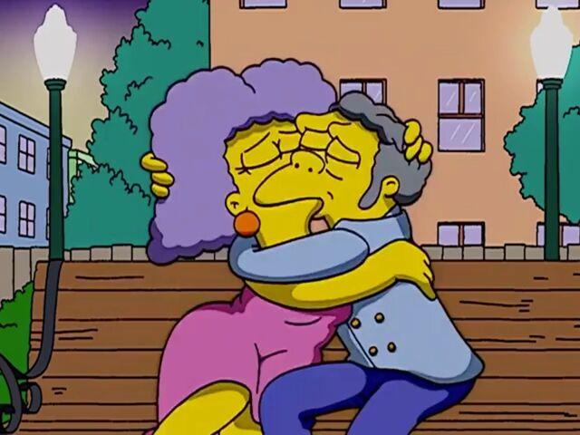 File:Selma Moe kissing.jpg