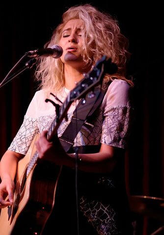 File:Tori Kelly 2015.jpg