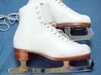 File:SkatesAccent.jpg