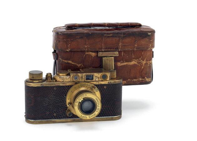 File:Wikia Skyfall - Leica Luxus II 1932 01.jpg