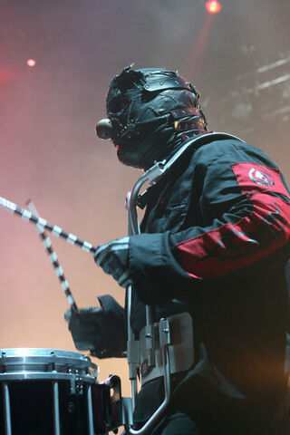 File:Shawn Crahan at Nassau.jpg