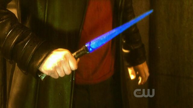 File:Blue Kryptonite Knife.jpg