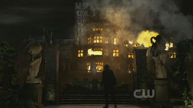 File:S10ep13-mansion.jpg