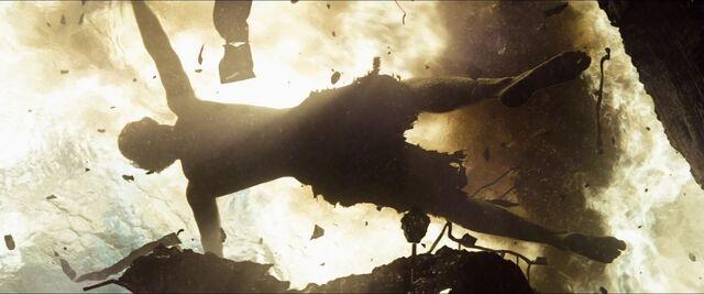 File:Man-of-Steel-Trailer-Images-Clark-Kent-in-Water.jpg