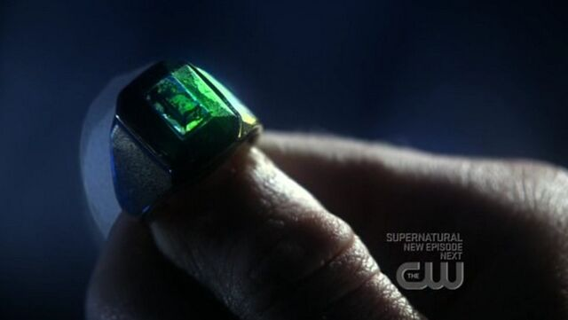 File:Lex's Kryptonite Ring.jpg
