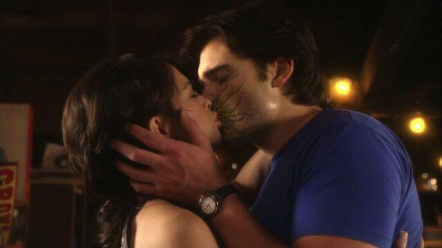 File:Clana final kiss.jpg