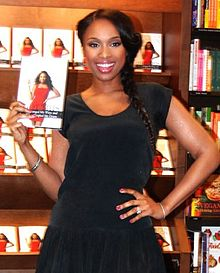 Jennifer-Hudson 2012-01-17 Barnes-Noble Chicago photoby Adam-Bielawski (cropped)