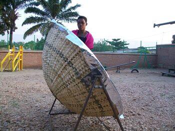 Vimini solar cooker side