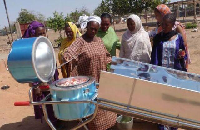 File:Blazing Tube Burkina Faso refugee camp November 2015.jpg