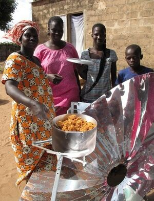 Cucinare con il Sole, villagers with first solar meal, 1-21-14