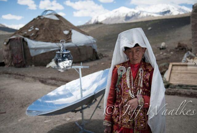 File:Jeff Waalkes Afghan woman, 10-18-12.jpg