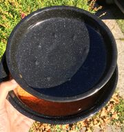 Upside-down lid tip