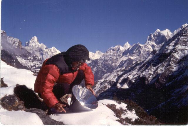 File:Allart melting snow near Trashi Lapcha pass Nepal.jpg