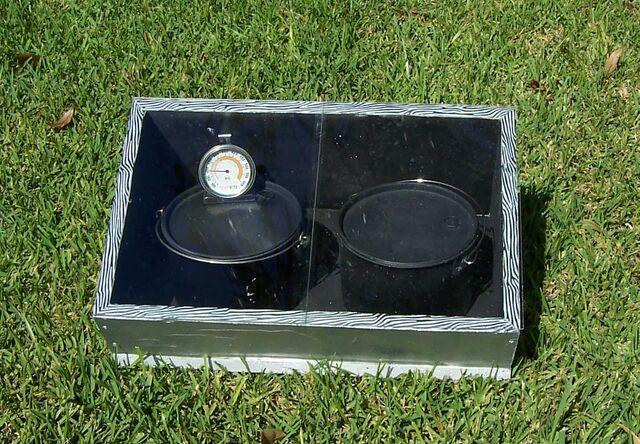 File:Compacta Easy Solar Stove Two.jpg
