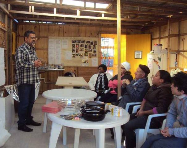 File:Elmo Dutra conducts a workshop in Morro da Cruz, 6-12-17.png
