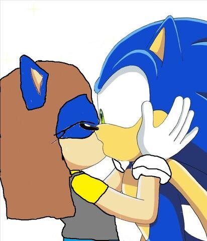File:Luna kisses Sonic.jpg