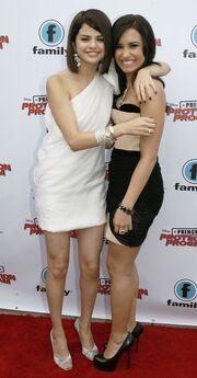 Demi and Selena Hug!