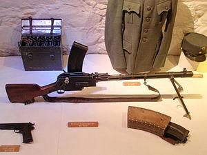 300px-Madsen machine gun with magazine
