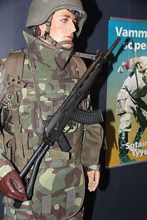 File:300px-Maneesi univormunäyttely 34 sotilas 1990-luku.jpg