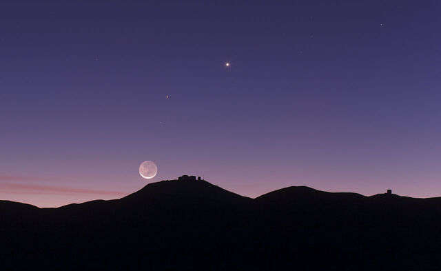 File:Crescent Moon and earthshine over ESO's Paranal Observatory.jpg