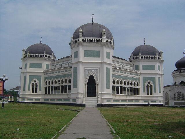 File:RealWorld Masjid Raya Medan.jpg