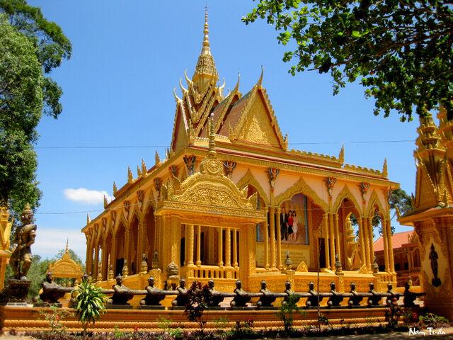 File:RealWorld Vietnamese Pagoda.jpg