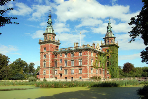 File:RealWorld Marsvinsholm Castle.jpg