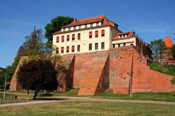 File:RealWorld Ringhotel Schloss.jpg