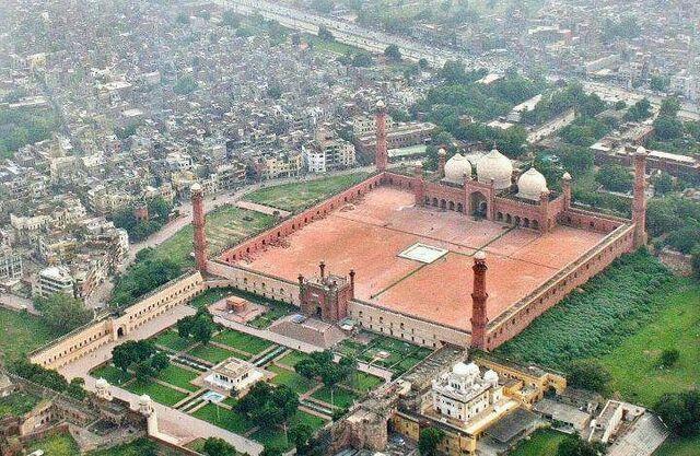 File:Badshahi-mosque-Lhr.jpg