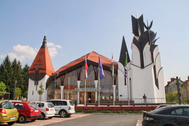 File:Theatre and Hungarian Community Centre.jpg