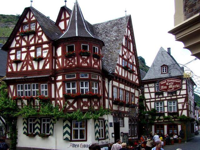 File:RealWorld Alpine House.jpg