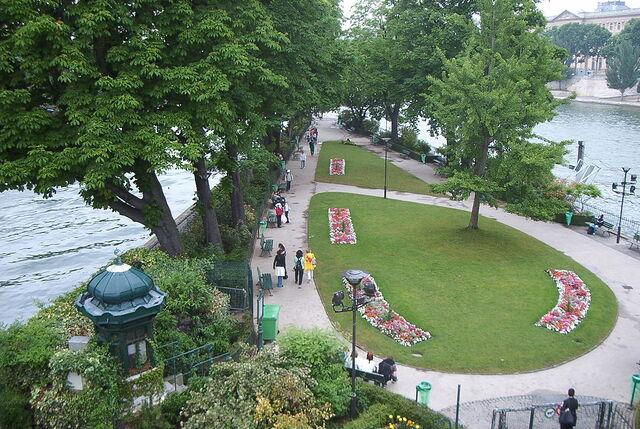 File:RealWorld Square du Vert-Galant.jpg