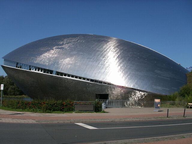 File:RealWorld Bremen Science Center.jpg
