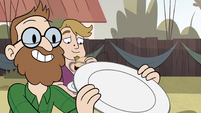S2E29 Another party guest holding up a plate