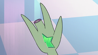 S3E7 Close-up on King Ludo's wand hand